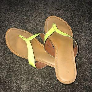 GAP Women's Flip Flops Neon Yellow size 9